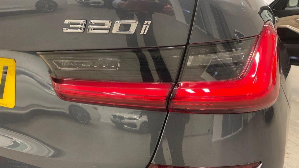 Image 22 - BMW 320i M Sport Touring (YG20JLV)