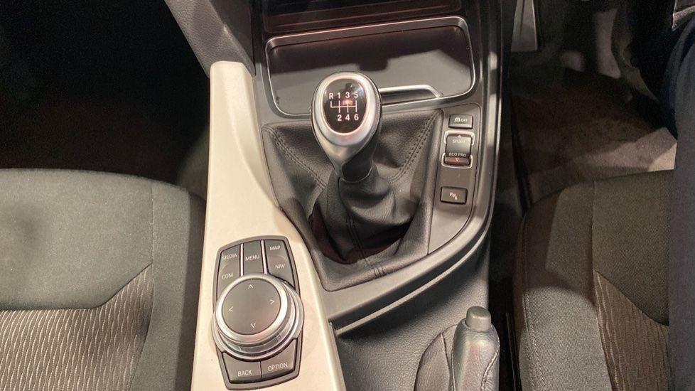 Image 6 - BMW 318d SE Saloon (YK68EZH)