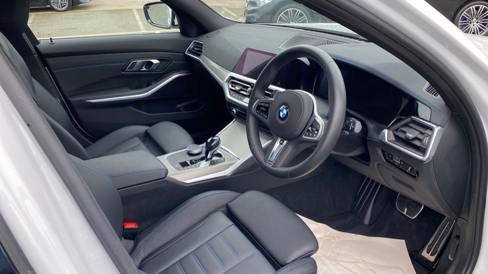 Image 5 - BMW 320d xDrive M Sport Touring (YH69GDX)