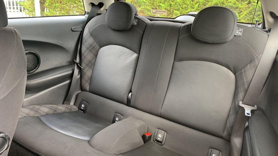 Image 12 - MINI Hatch (CX66GVA)