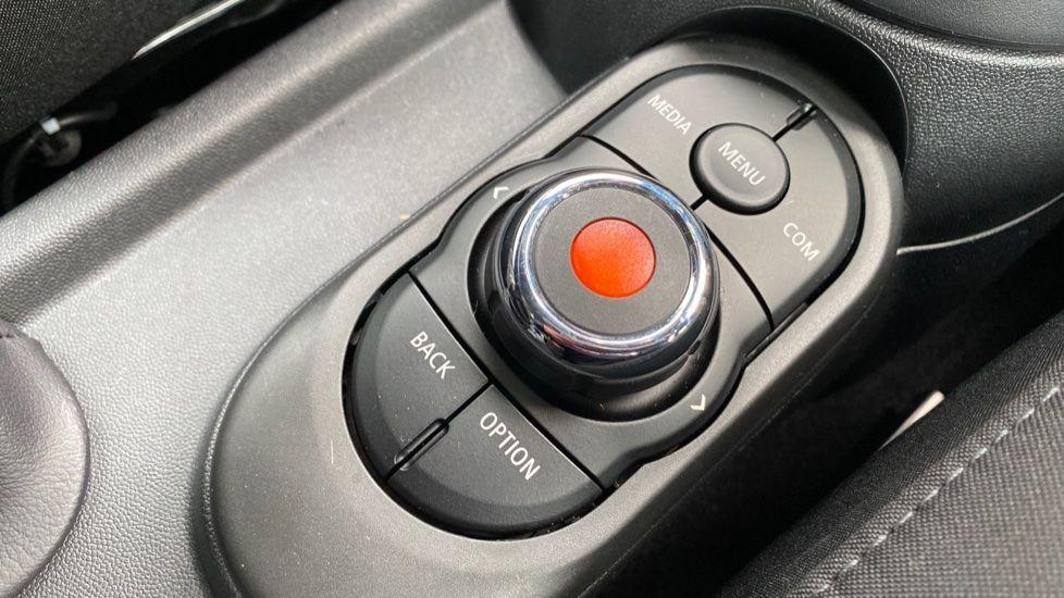 Image 19 - MINI Hatch (MW69OMT)