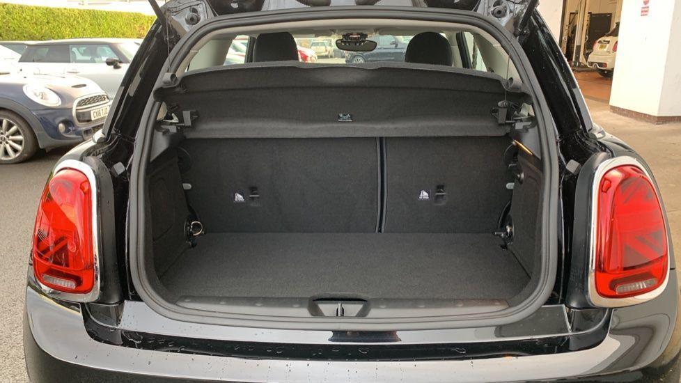 Image 13 - MINI Hatch (CX19JKU)