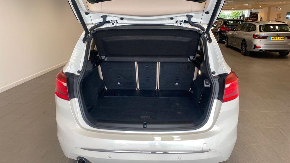 Image 13 - BMW 218d Luxury Active Tourer (PO15VTN)