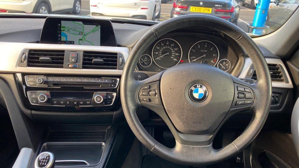 Image 8 - BMW 316d SE Touring (YA18UPK)