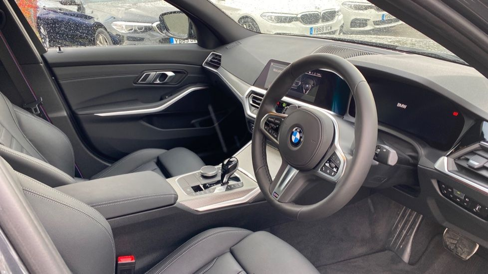 Image 5 - BMW 320d M Sport Saloon (DA20XXH)