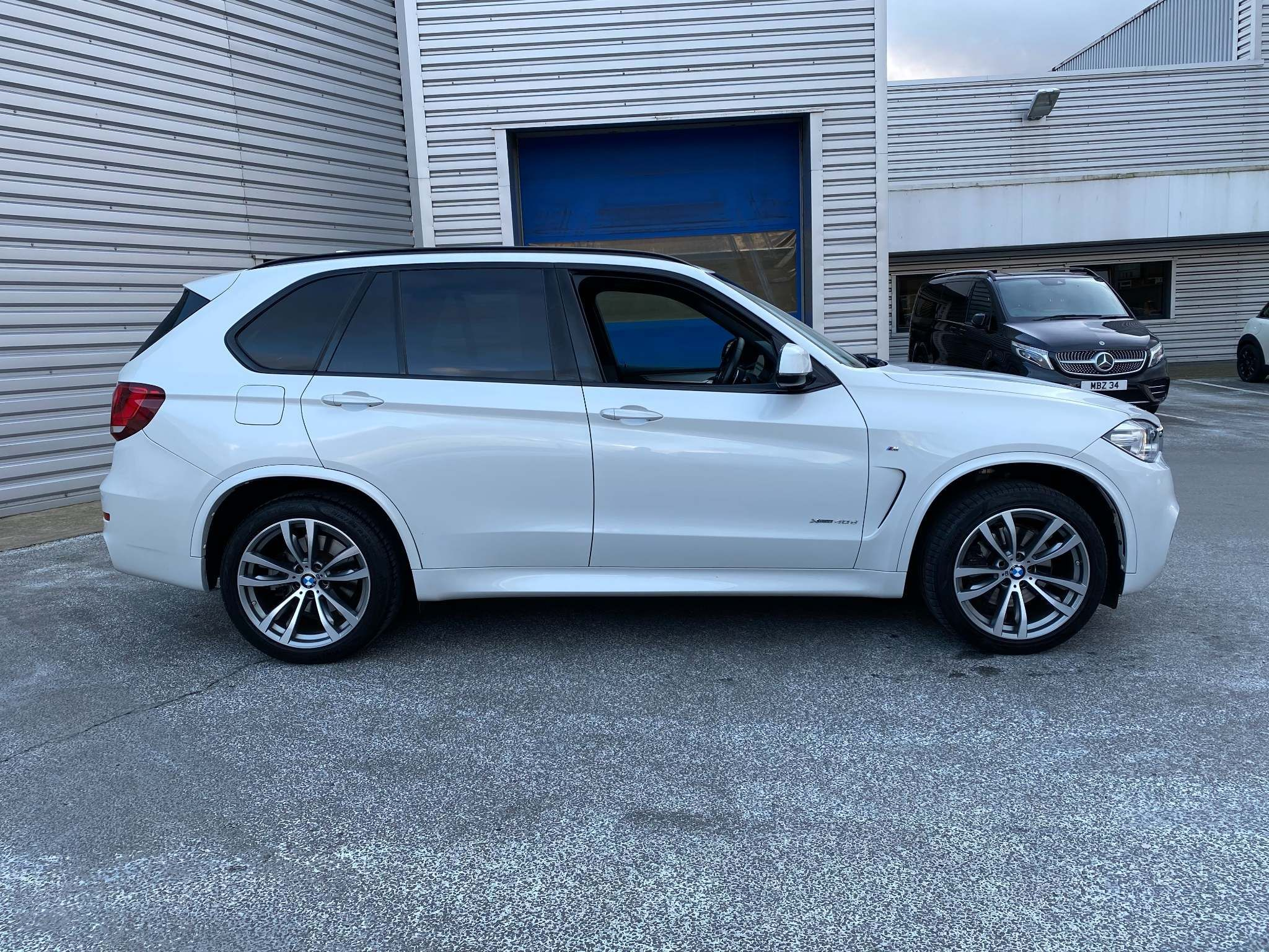Image 3 - BMW xDrive40d M Sport (MM18LNX)