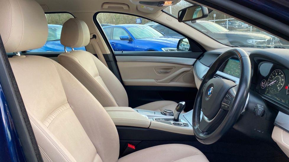 Image 11 - BMW 520d SE Touring (YF65WWD)
