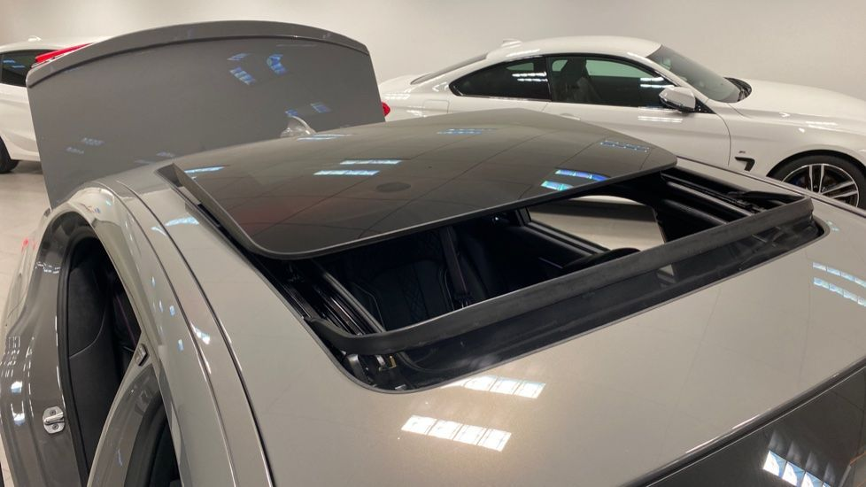 Image 21 - BMW 745Le xDrive M Sport Saloon (YG20OWX)