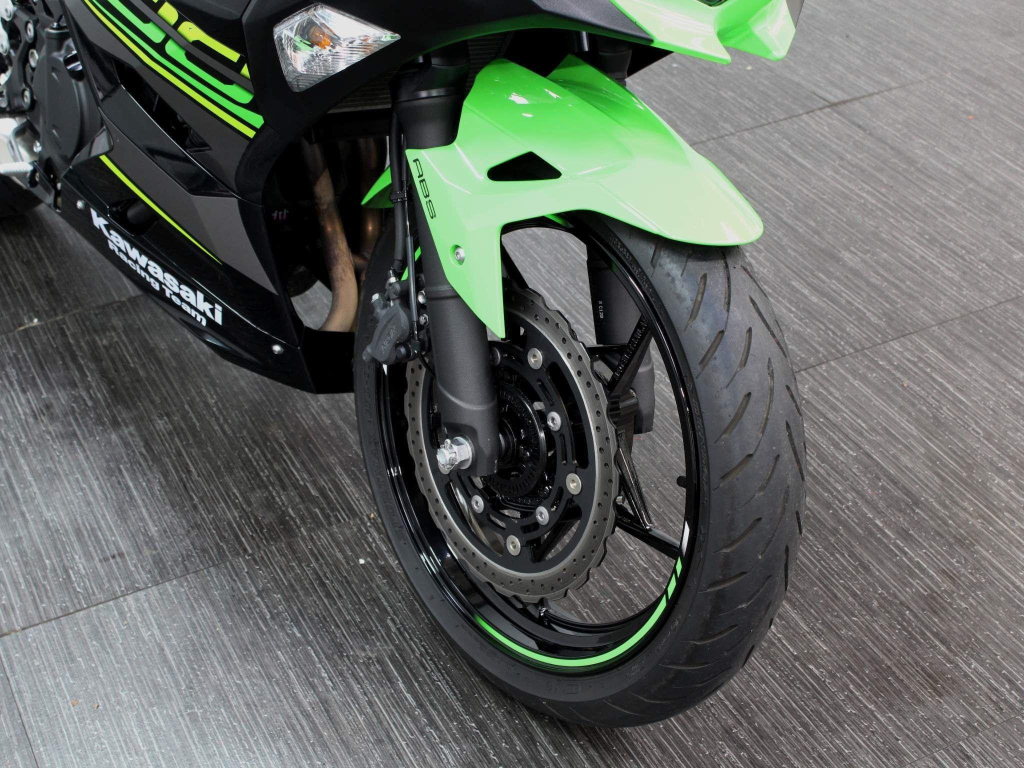 Kawasaki Ninja 400 Images