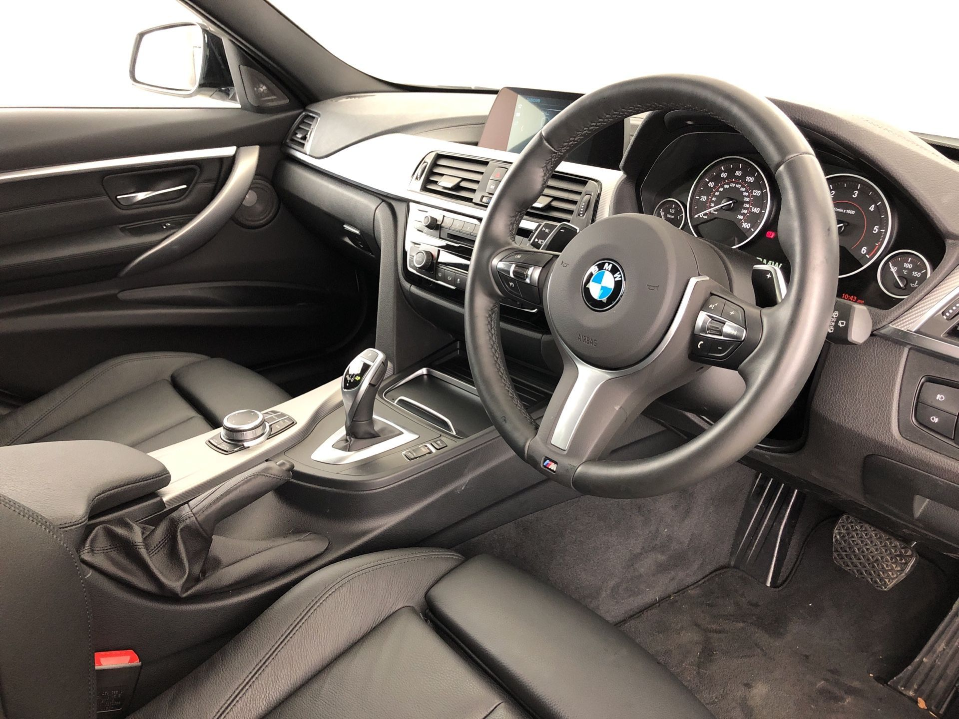 Image 4 - BMW 320d M Sport Shadow Edition Touring (YE19CHY)