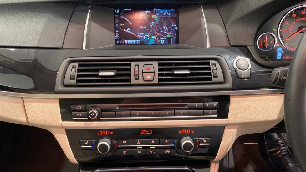 Image 5 - BMW 520d SE Saloon (DC66MBF)