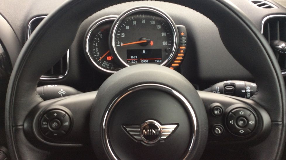 Image 8 - MINI Countryman (CX18XVP)