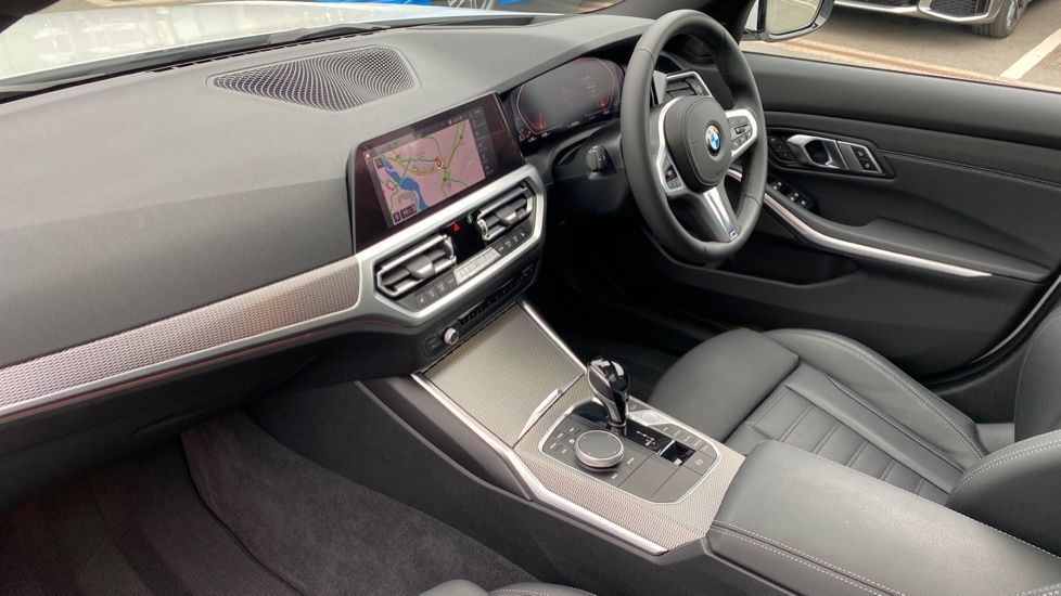 Image 6 - BMW 330d xDrive M Sport Touring (YB69FNC)