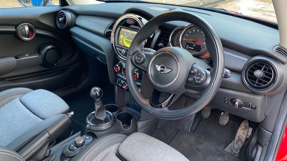 Image 5 - MINI Hatch (YY16AXB)