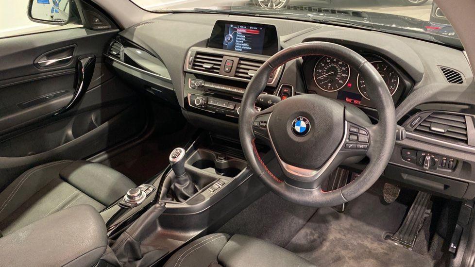 Image 4 - BMW 118i Sport 3-Door (LW17DCU)