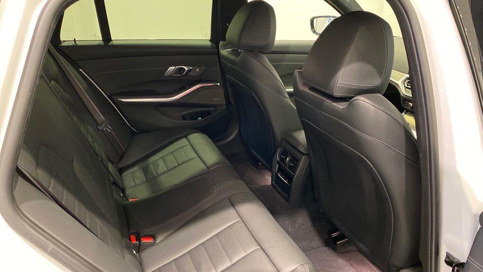 Image 11 - BMW 2.0 330i M Sport Touring Auto (s/s) 5dr (DA20OEK)