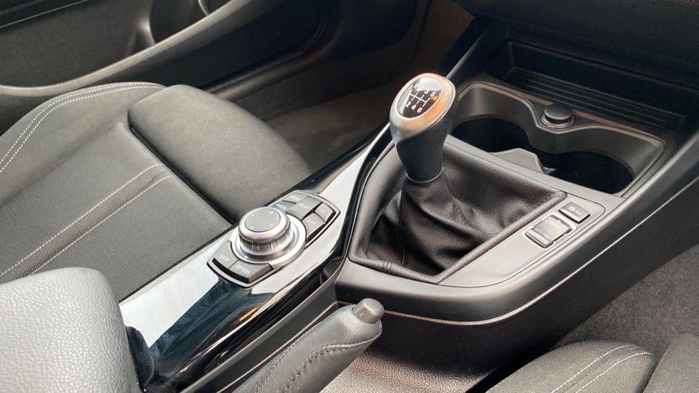 Image 10 - BMW 118d Sport 5-Door (NL67GSV)