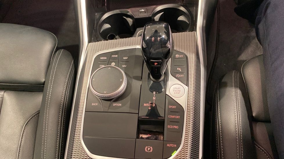 Image 6 - BMW 320i M Sport Touring (YG20DNX)