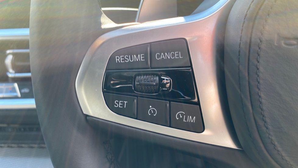 Image 19 - BMW 330e M Sport Saloon (YG69FFL)