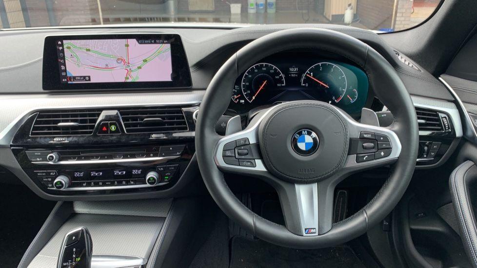 Image 8 - BMW 520d xDrive M Sport Saloon (SE19ZXV)
