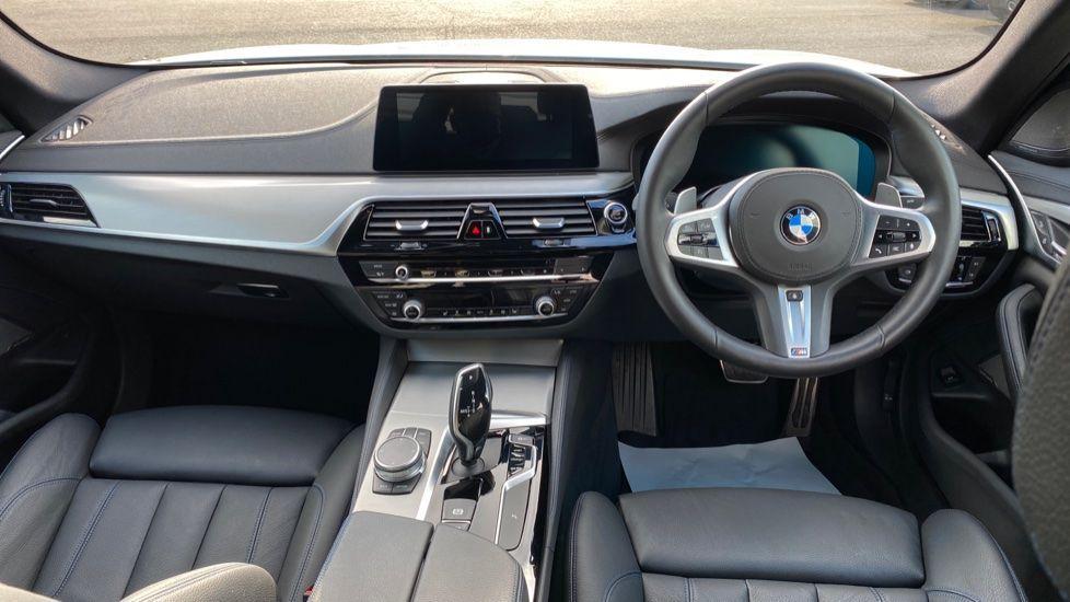 Image 4 - BMW 520i M Sport Saloon (YE69FDM)