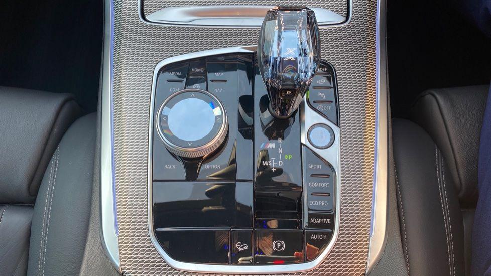 Image 11 - BMW M50d (DG19XKD)