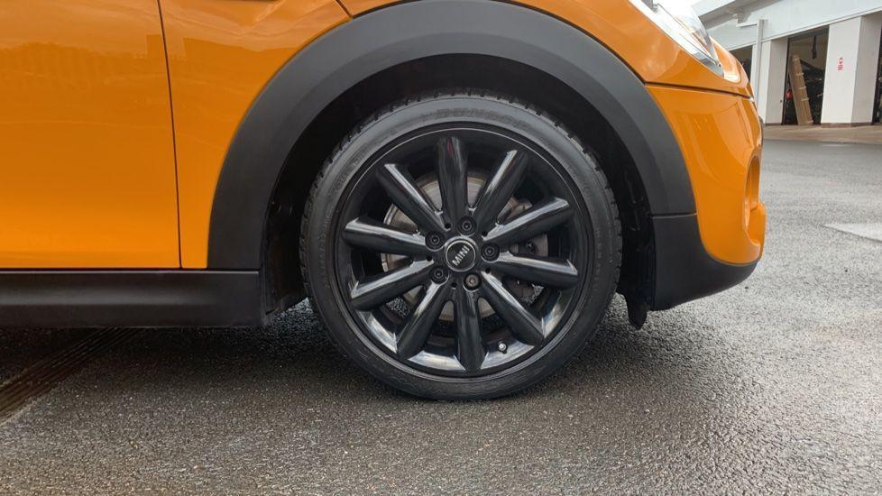 Image 14 - MINI Hatch (CX66GVA)