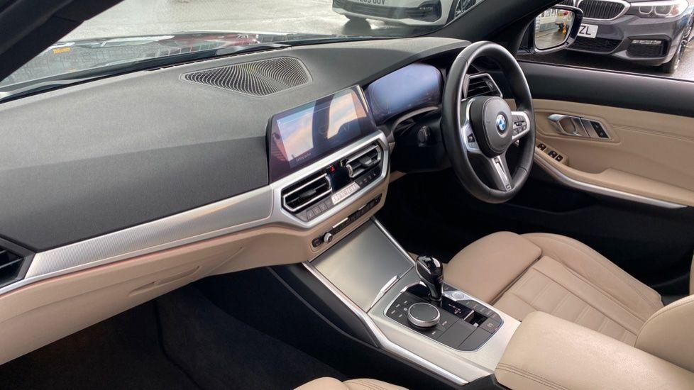 Image 6 - BMW 320i M Sport Saloon (LR19JPO)