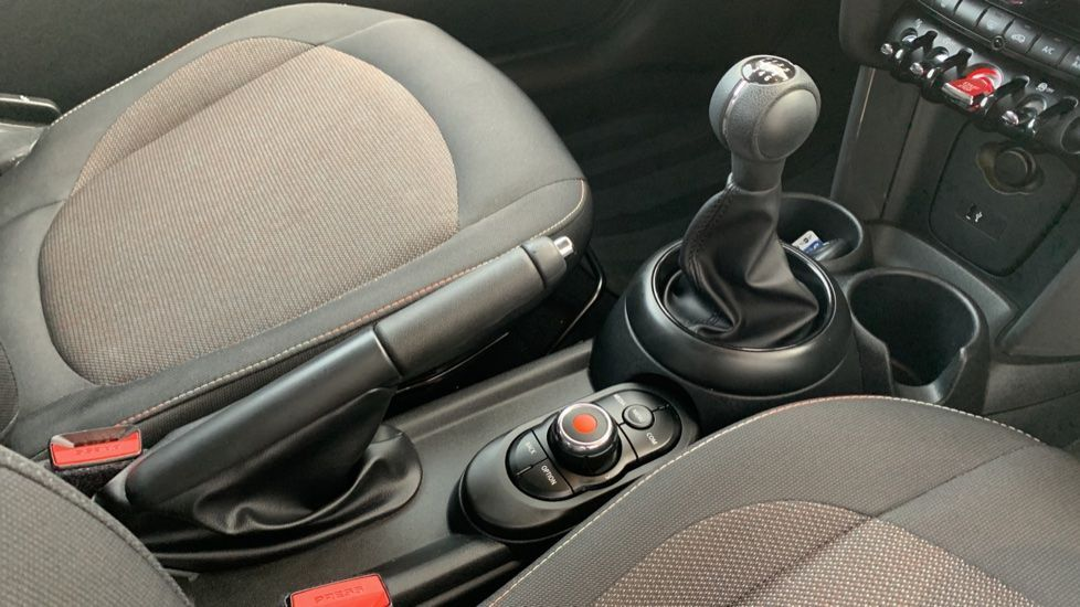 Image 10 - MINI Hatch (CX19JKU)