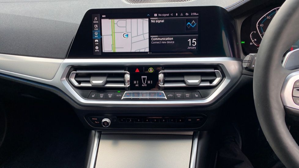 Image 8 - BMW 330e M Sport Touring (MA70HOH)