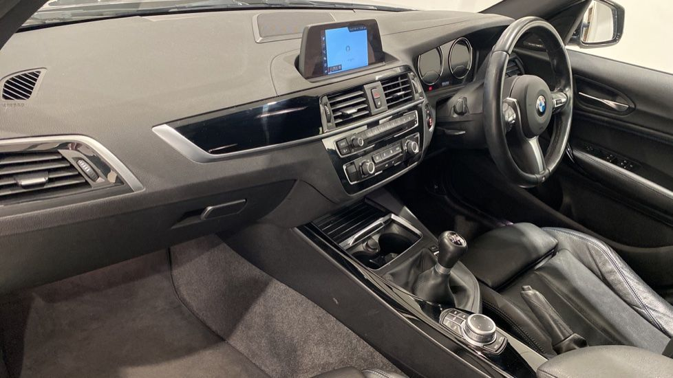 Image 6 - BMW 118i M Sport Shadow Edition 5-door (YD68PPY)