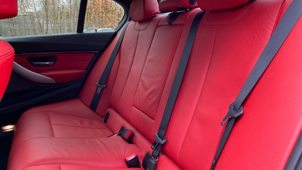 Image 12 - BMW 330d xDrive M Sport Saloon (MJ16GGX)