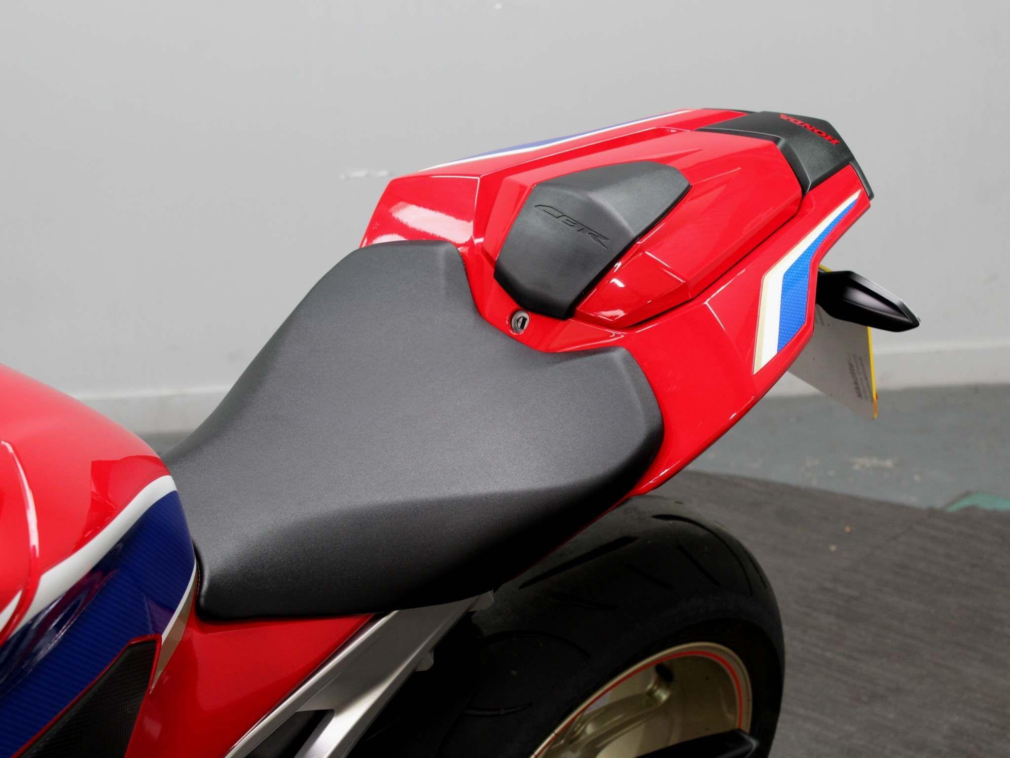 Honda CBR1000RR Fireblade Images