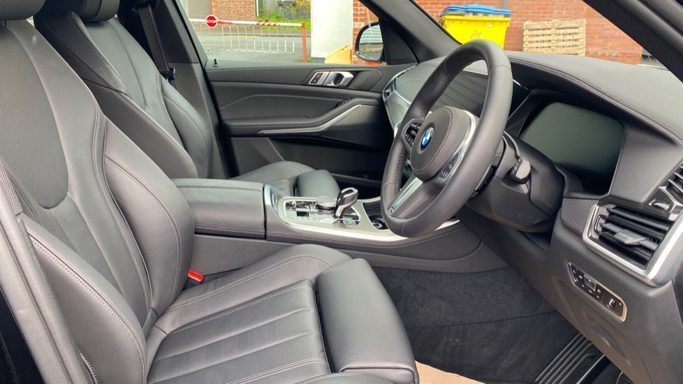 Image 11 - BMW xDrive30d M Sport (YG20OYT)