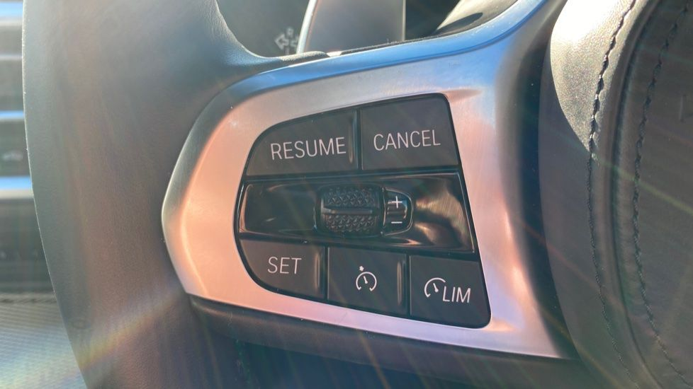 Image 19 - BMW 320i M Sport Touring (YG20DHF)