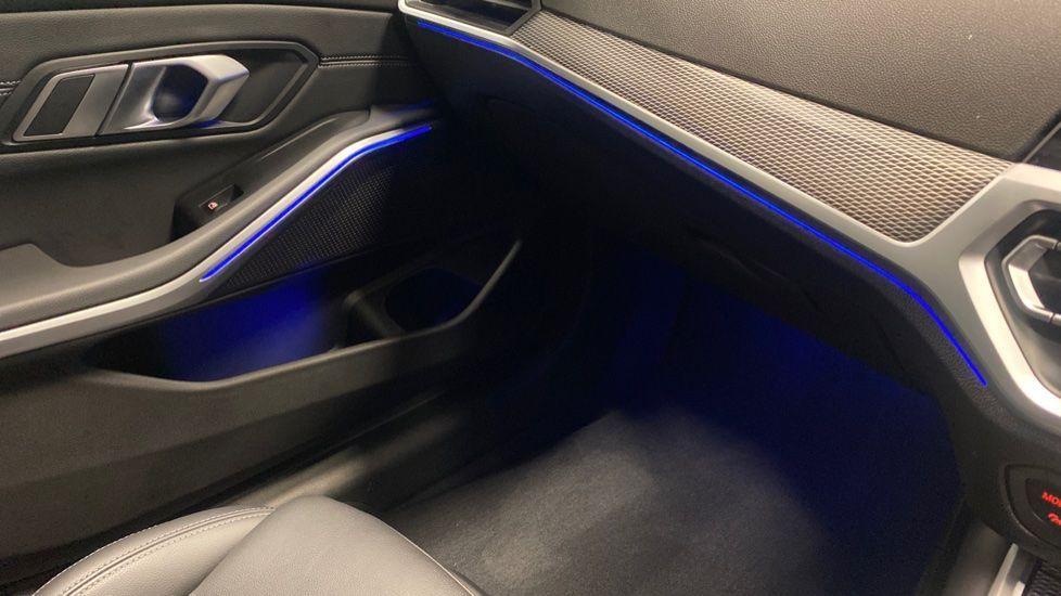Image 30 - BMW 320i M Sport Saloon (YG20LFU)