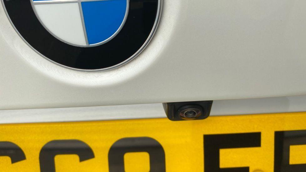Image 17 - BMW 330e M Sport Saloon (YG69FFL)
