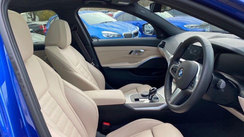 Image 11 - BMW 330e M Sport Saloon (YH69DJD)