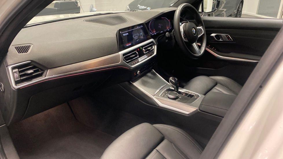 Image 6 - BMW 320i M Sport Saloon (YG20LFU)