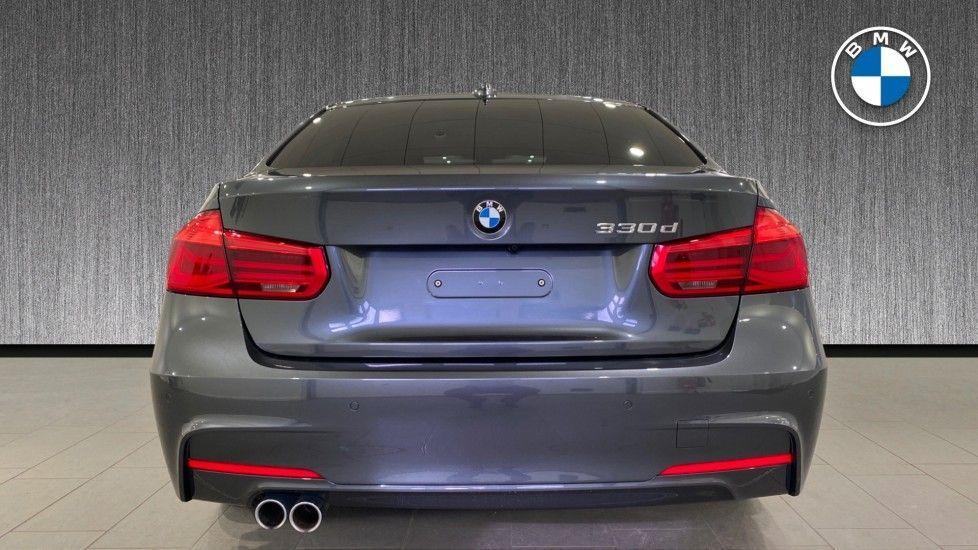 Image 15 - BMW 330d M Sport Saloon (MM17UNE)