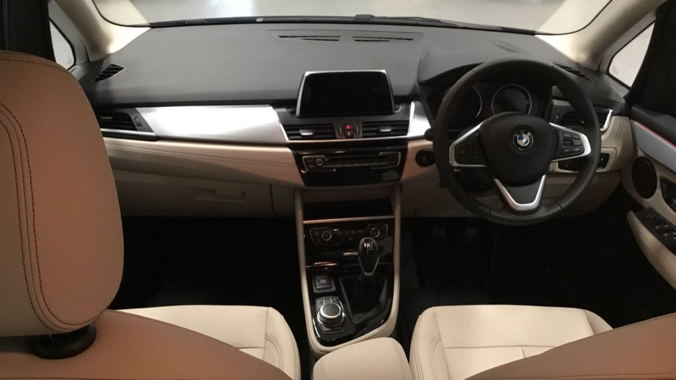 Image 4 - BMW 218i Luxury Active Tourer (PJ20PVX)