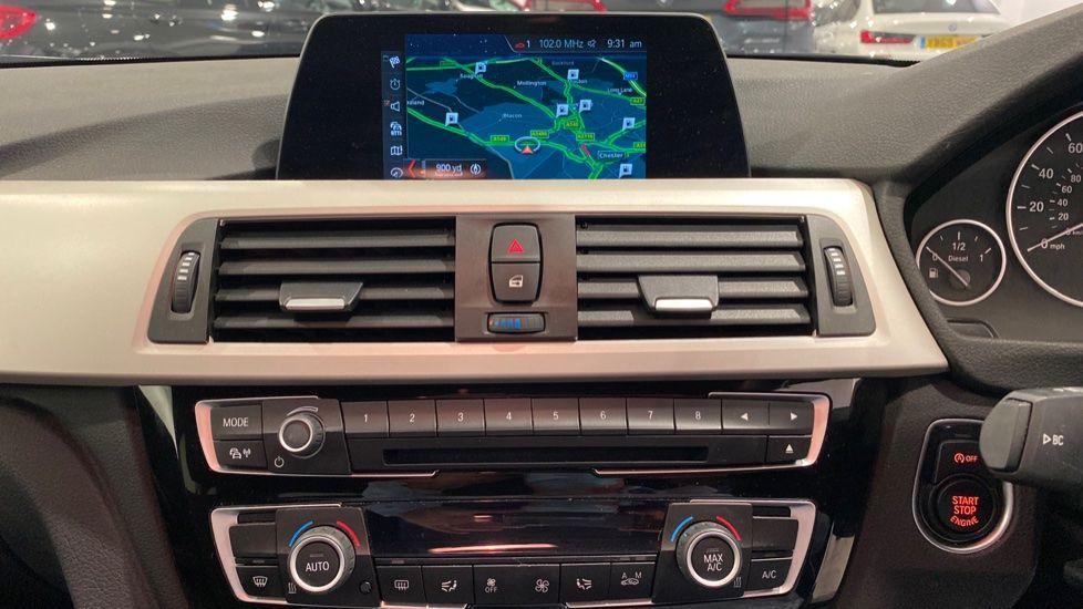 Image 5 - BMW 318d SE Saloon (YK68EZH)