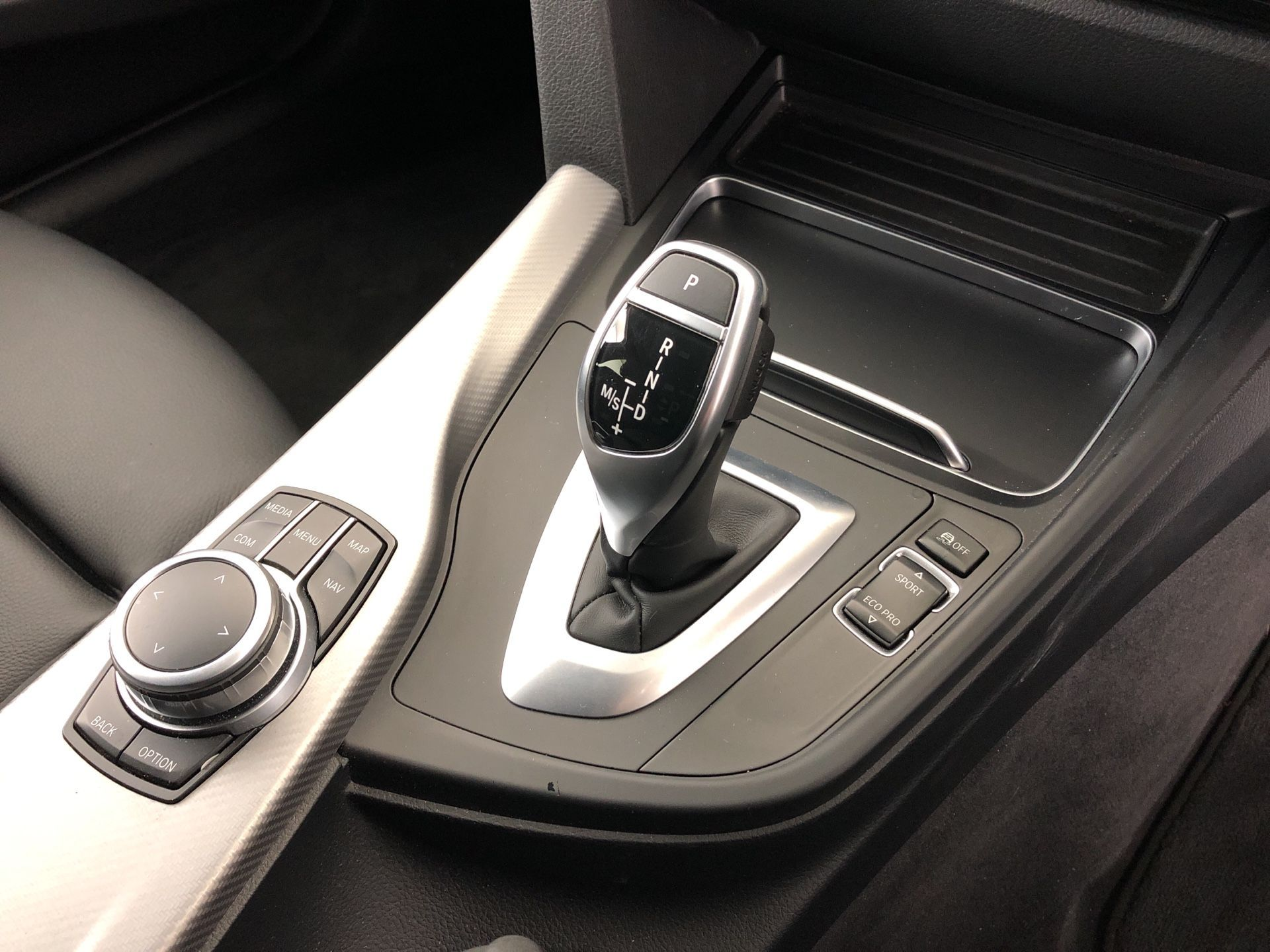 Image 10 - BMW 320d M Sport Shadow Edition Touring (YE19CHY)