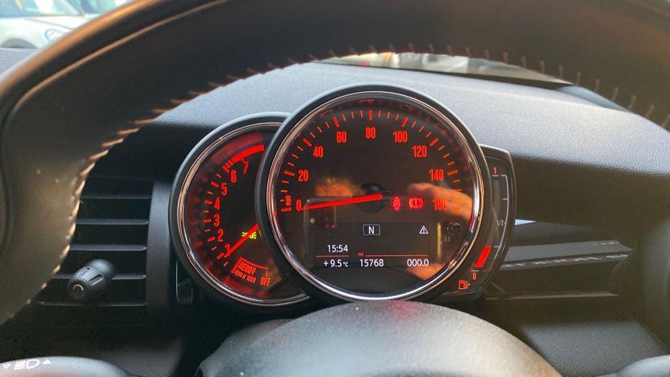 Image 9 - MINI Hatch (YA67WWR)