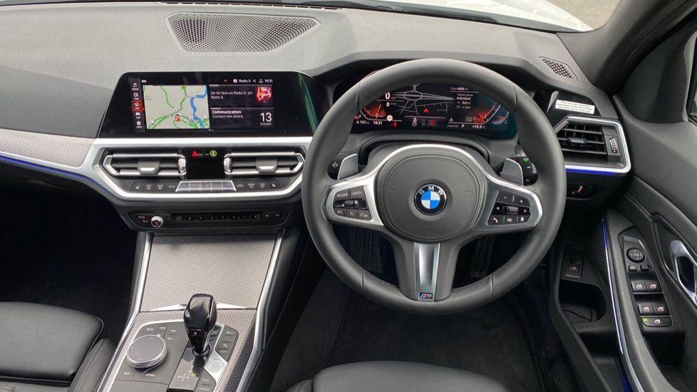 Image 8 - BMW 320i M Sport Touring (YG20JRO)