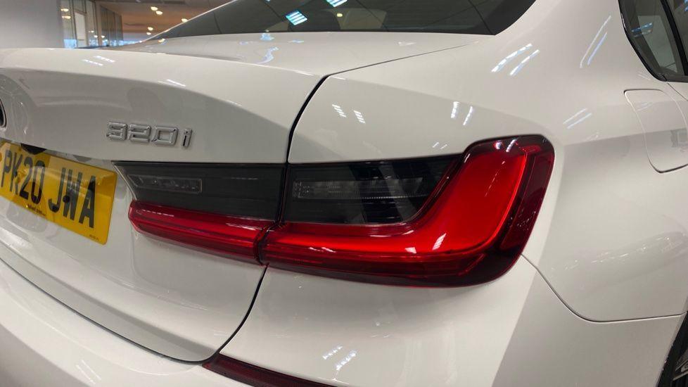Image 19 - BMW 320i M Sport Saloon (PK20JWA)