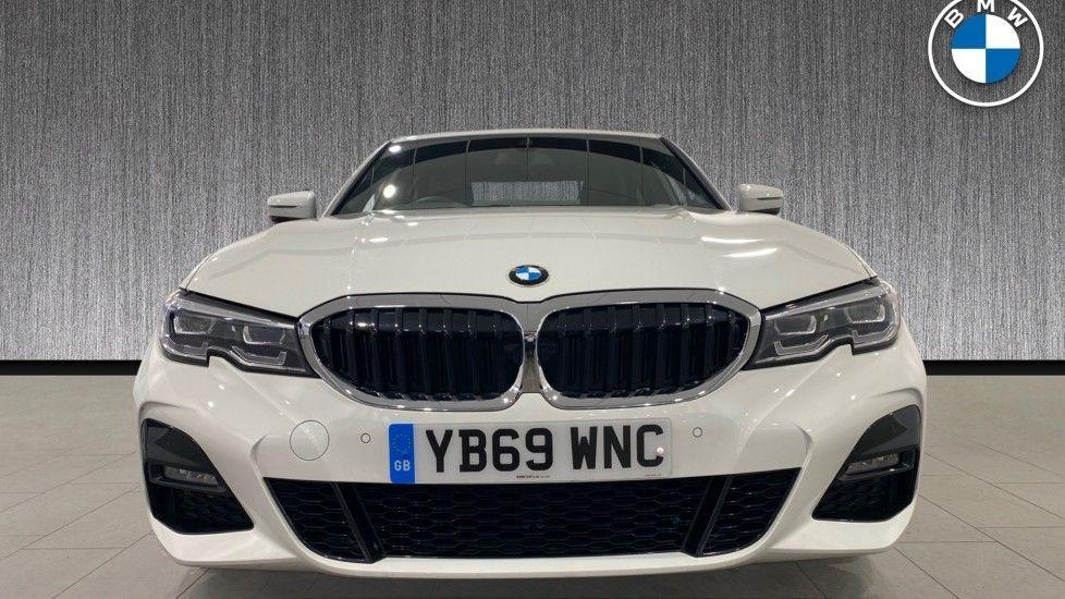 Image 16 - BMW 318d M Sport Saloon (YB69WNC)