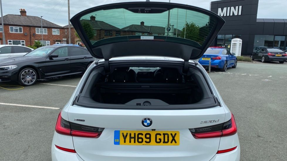 Image 21 - BMW 320d xDrive M Sport Touring (YH69GDX)