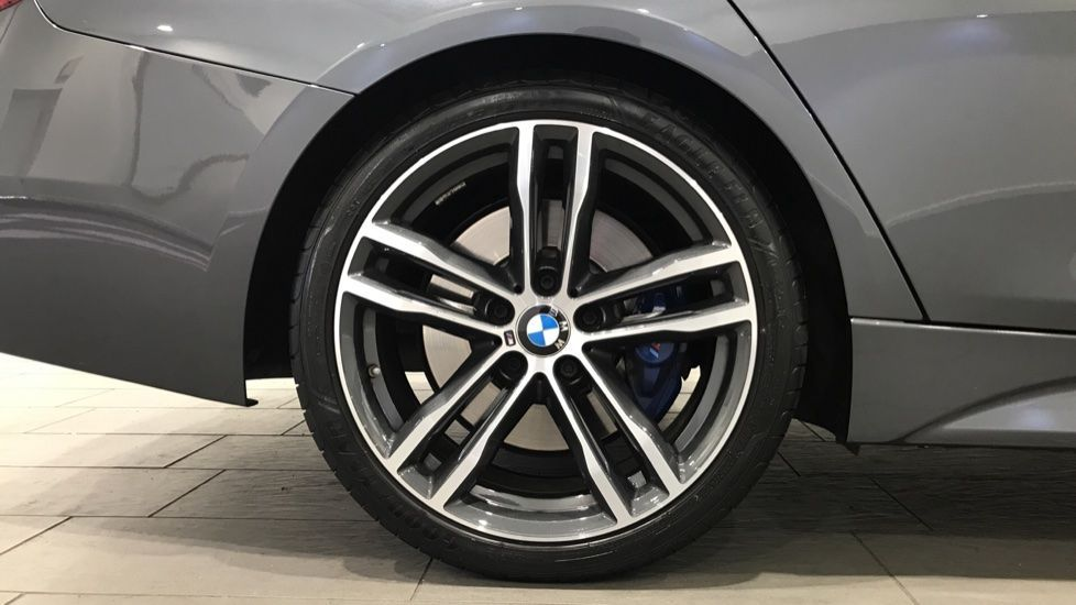 Image 14 - BMW 320i M Sport Shadow Edition Touring (YK19VCR)