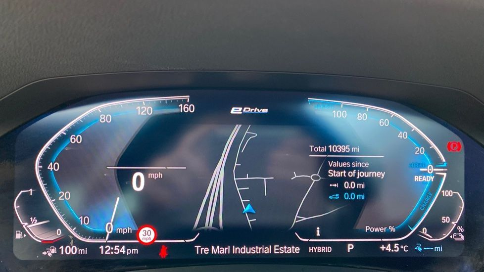 Image 9 - BMW 330e M Sport Saloon (YH69DJD)